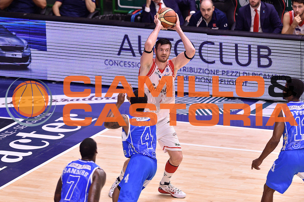 DESCRIZIONE : Campionato 2014/15 Serie A Beko Dinamo Banco di Sardegna Sassari - Grissin Bon Reggio Emilia Finale Playoff Gara4<br /> GIOCATORE : Darius Lavrinovic<br /> CATEGORIA : Passaggio<br /> SQUADRA : Grissin Bon Reggio Emilia<br /> EVENTO : LegaBasket Serie A Beko 2014/2015<br /> GARA : Dinamo Banco di Sardegna Sassari - Grissin Bon Reggio Emilia Finale Playoff Gara4<br /> DATA : 20/06/2015<br /> SPORT : Pallacanestro <br /> AUTORE : Agenzia Ciamillo-Castoria/GiulioCiamillo