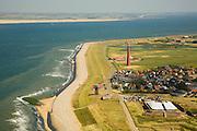 Nederland, Noord-Holland, Huisduinen, 14-07-2008; Fort Kijkduin in de voorgrond, het dorp met de vuurtoren, daat achetr de grachtne beorende bij voormalig Fort Erfprins, aan de horizon Texel; de vuurtoren is bijgenaamd De Lange Jaap (gebouwd met gietijzeren platen); kustwacht, radar. .luchtfoto (toeslag); aerial photo (additional fee required); .foto Siebe Swart / photo Siebe Swart