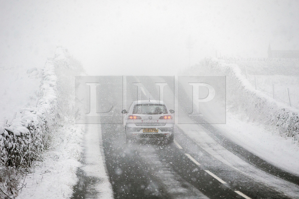 © Licensed to London News Pictures. 18/11/2016. Ingleton UK. Drivers faced a hazardous drive this morning in the Yorkshire Dales around Ingleton as heavy snow fell. Photo credit: Andrew McCaren/LNP