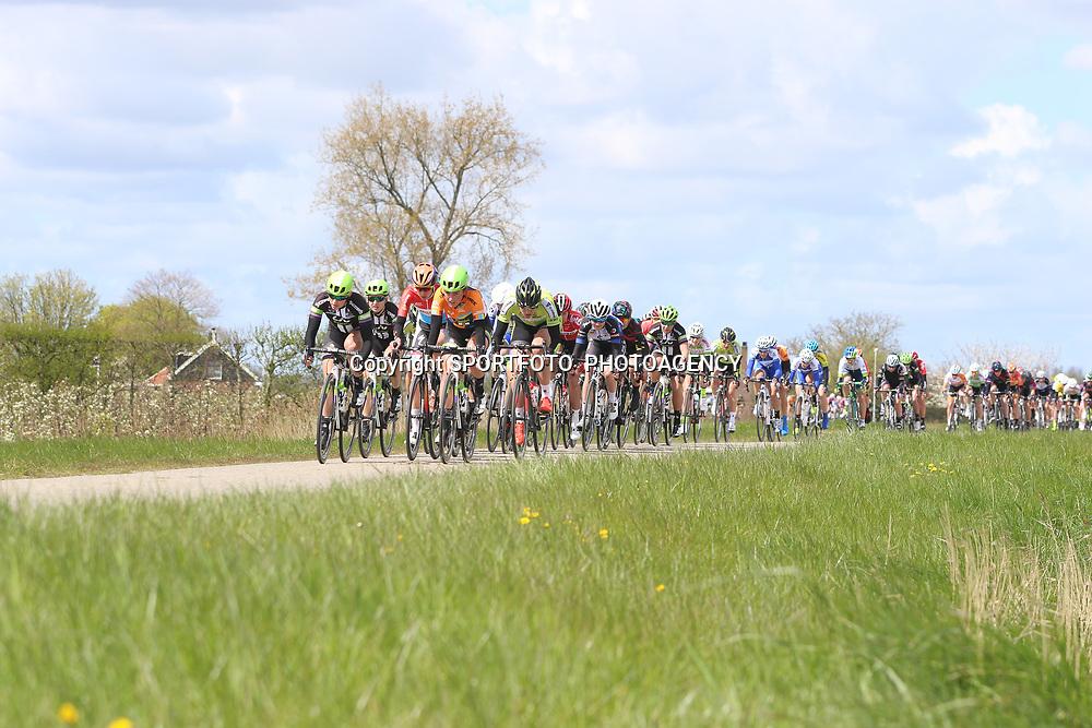 23-04-2016: Wielrennen: Topcompetitie vrouwen: Borsele  <br />'s-Heerenhoek (NED) wielrennen <br />De omloop van Borsele een koers met kenmerkende smalle passages over dijken kent met wind meestal veel strijd. Bij de vrouwen ging het vanuit het vertrek op een lint