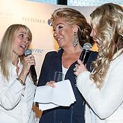 NLD/Amsterdam/20150608 - Inloop uitreiking Hi-Tec Awards 2015, zangeres Joke de Kruijff, Betty Groot en Birgitte Nijman