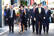 Koning Willem-Alexander en koningin Maxima tijdens de opening van de tentoonstelling Mapping Australia in het Aboriginal Art Museum (AAMU) in Utrecht. Het koningspaar bezoekt de tentoonstelling in aanloop naar de staatsbezoeken aan Australie en Nieuw-Zeeland. <br /> <br /> King Willem-Alexander and Queen Maxima at the opening of the exhibition Mapping Australia in the Aboriginal Art Museum (AAMU) in Utrecht. The royal couple will visit the exhibition in preparation for the state visit to Australia and New Zealand.<br /> <br /> Op de foto / On the photo:  Aankomst Koning Willem-Alexander en koningin Maxima  //// Arrival King Willem-Alexander and Queen Maxima