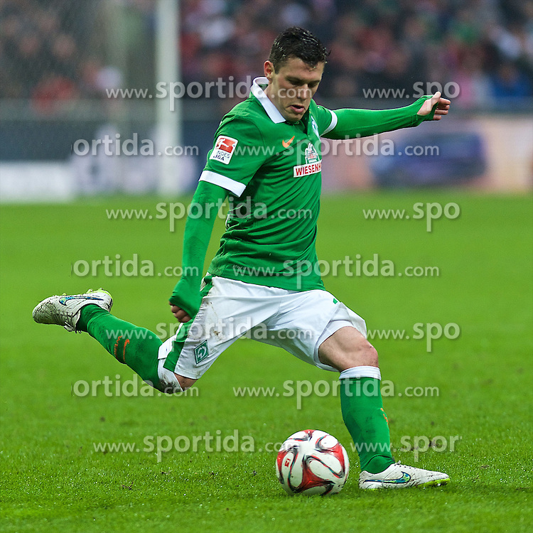 14.03.2015, Weserstadion, Bremen, GER, 1. FBL, SV Werder Bremen vs FC Bayern Muenchen, 25. Runde, im Bild Zlatko Junuzovic (SV Werder Bremen #16) beim Freistoss // during the German Bundesliga 25th round match between SV Werder Bremen and FC Bayern Munich at the Weserstadion in Bremen, Germany on 2015/03/14. EXPA Pictures &copy; 2015, PhotoCredit: EXPA/ Andreas Gumz<br /> <br /> *****ATTENTION - OUT of GER*****