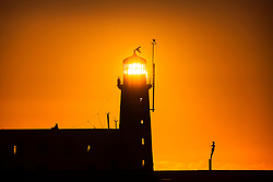 © Licensed to London News Pictures. 02/11/2018. Scarborough UK. This morning's sunrise shines straight through the lantern room of Scarborough lighthouse on a cold but bright start to the day on the Yorkshire coast. Photo credit: Andrew McCaren/LNP