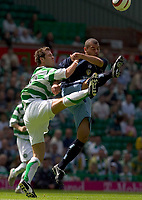Fotball<br /> England 2005/2006<br /> Foto: SBI/Digitalsport<br /> NORWAY ONLY<br /> <br /> Celtic v Leeds United, pre season friendly at Celtic Park.<br /> <br /> Sunday 24/07/2005<br /> Paul Lawson loses out as Jermaine Wright clears the danger