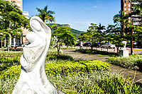 Escultura na Praça Passeio Pedra Branca, na Cidade Pedra Branca. Palhoça, Santa Catarina, Brasil. / Sculpture at Passeio Pedra Branca Square, at Cidade Pedra Branca. Palhoca, Santa Catarina, Brazil.