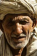 Afghanistan. Herat. portrait of an old man / street life in 1971 ,   Kandahar  Afghanistan  / scenes de rue   Kandahar  AFGHANISTAN   /     Afg56701  /  R20405  /  P124853