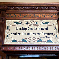 Nederland, Amsterdam, 11 mei 2017<br /> <br /> Op het Centraal Station opent de NS donderdagochtend de gerenoveerde voormalige 3e Klas Wachtkamer en corridors naar de horeca op het eerste perron.<br /> Bezoekers kunnen daardoor straks bij het sluiten van de poortjes de verblijfshoreca bereiken, zonder dat ze eerst moeten inchecken met een ov-chipkaart. De poortjes sluiten later dit jaar.<br /> Een deel van de renovatie is gesubsidieerd door de provincie Noord-Holland met een bedrag van 450.000 euro.<br /> Volgens een NS-woordvoerder is er alles aan gedaan om de oude wachtkamer en de corridors (doorgangen) in de originele staat uit 1880 terug te brengen. <br /> Op de foto: Open dag voor bezoekers om de gerenoveerde koninklijke wachtkamer en omgeving te bewonderen.<br /> <br /> The Netherlands, Amsterdam, May 11, 2017<br /> At the Central Station, the NS (dutch railways) opens on Thursday morning the renovated former 3rd Class Waiting Room and corridors to the catering on the first platform. Visitors can then reach the accommodation at the closing of the gates without having to first check with an ov-chip card. The gates will close later this year. Part of the renovation is subsidized by the province of Noord-Holland with an amount of 450,000 euros. According to an NS spokesman, everything has been done to bring back the old waiting room and the corridors (passages) in the original state from 1880.<br /> <br /> On the photo: Open day for visitors to admire the renovated royal waiting room and surroundings.<br /> <br /> Foto: Jean-Pierre Jans