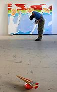 Deutschland / KUNST.Der Maler NORBERT BISKY in seinem Atelier in Berlin-.Friedrichshain. Der Sohn des PDS-Politikers Lothar Bisky war 1999 Meisterschüler von Georg Baselitz und gilt heute als einer der wichtigsten jungen deutschen Künstler der Gegenwart..Berlin 27.09.2005...©  jungeblodt.com