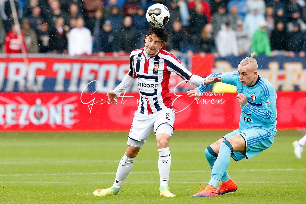 02-10-2016 VOETBAL:WILLEM II - FEYENOORD:TILBURG<br /> Rick Kasdorp van Feyenoord in duel me Thom Haye van Willem II <br /> <br /> <br /> Foto: Geert van Erven