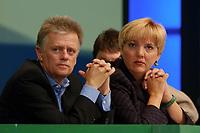 19 OCT 2002, BERLIN/GERMANY:<br /> Fritz Kuhn (L), MdB, B90/Gruene Bundesvorsitzender, und Claudia Roth (R), MdB, B90/Gruene Bundesvorsitzende, 20. Bundesdelegiertenkonferenz Buendnis 90 / Die Gruenen, Stadthalle Bremen<br /> IMAGE: 20021019-01-030<br /> KEYWORDS: Parteitag, Bundesparteitag, party conference, BDK, party congress