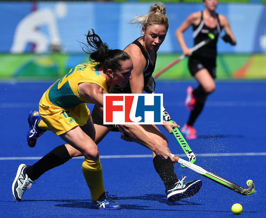 Australia's Madonna Blyth (L) vies with New Zealand's Anita McLaren during the women's quarterfinal field hockey New Zealand vs Australia match of the Rio 2016 Olympics Games at the Olympic Hockey Centre in Rio de Janeiro on August 15, 2016. / AFP / Pascal GUYOT        (Photo credit should read PASCAL GUYOT/AFP/Getty Images)