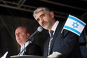Frankfurt am Main | 17 July 2014<br /> <br /> Solidarit&auml;tsdemo f&uuml;r Israel, f&uuml;r Frieden und f&uuml;r das Ende der Angriffe der Hamas auf dem Opernplatz vor der Alten Oper in Frankfurt am Main, hier: Ein Rabbi h&auml;lt eine Rede. <br /> <br /> &copy; peter-juelich.com