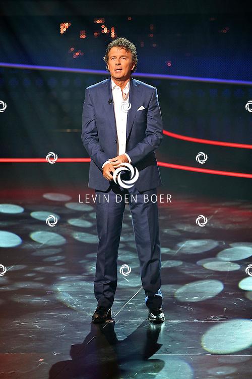 HILVERSUM - In Studio24 is de eerste Live Show van Hollands Got Talent geweest. Met op de  foto presentator Robert ten Brink. FOTO LEVIN DEN BOER - PERSFOTO.NU