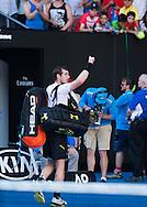 ANDY MURRAY (GBR) winkt und verabschiedet sich vor Publikum nach seiner Niederlage<br /> <br /> Australian Open 2017 -  Melbourne  Park - Melbourne - Victoria - Australia  - 22/01/2017.
