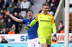 Everton goalkeeper Jordan Pickford reacts to the fans during the Premier League match at St James' Park, Newcastle.
