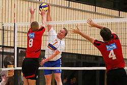 06-10-2012 VOLLEYBAL: 1STE DIVISIE KING SOFTWARE VCN - PARTICOLARE : CAPELLE AAN DEN IJSSEL<br /> Roel Stelt, Particolare valt aan.<br /> ©2012-FotoHoogendoorn.nl / Pim Waslander