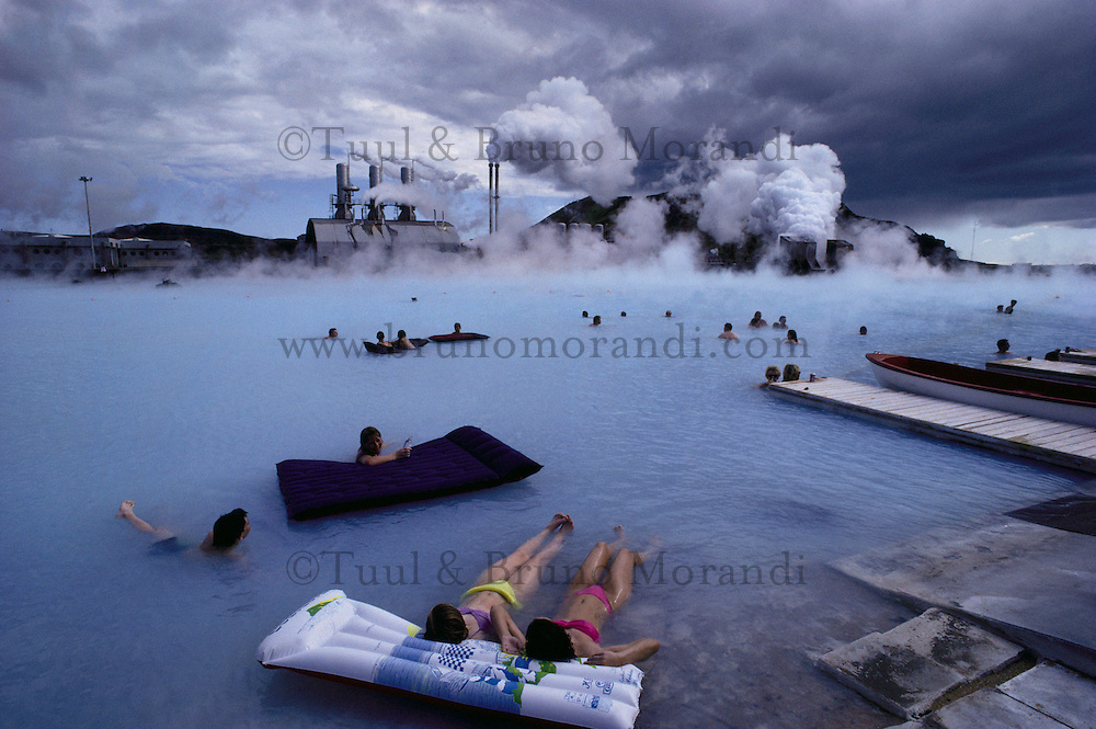 Iceland, Grindavik, Blue lagon, Geothermal factory and swimming pool, Hot bath // Islande, Grindavik, Piscine proche d'une usine géothermique, bain chaud