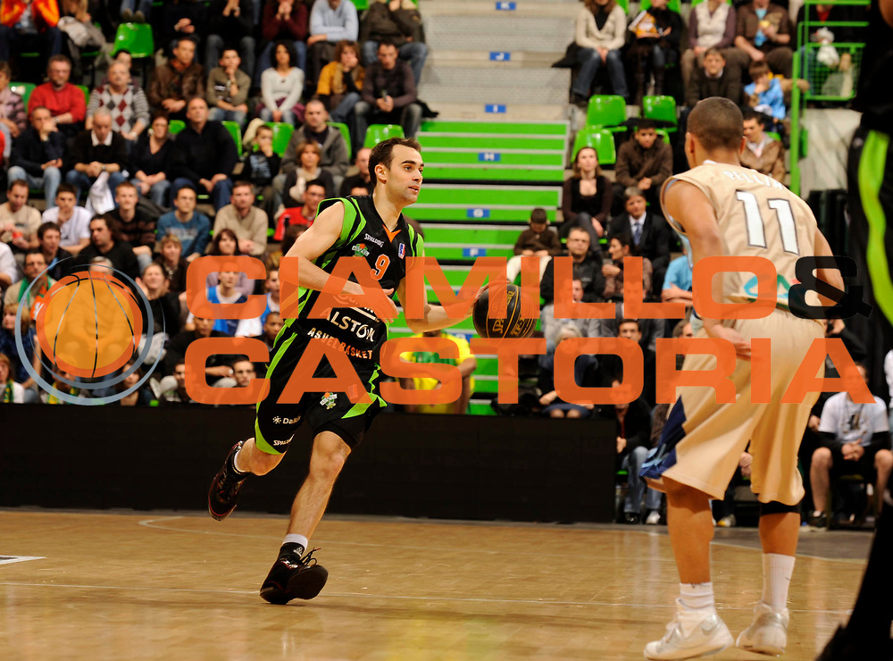 DESCRIZIONE : Ligue France Pro A Semaine des As Roanne Villeurbanne Demi Finale<br /> GIOCATORE : Jeanneau Aymeric<br /> SQUADRA : Villeurbanne  <br /> EVENTO : France Ligue  Pro A 2009-2010<br /> GARA : Roanne Nancy<br /> DATA : 20/02/2010<br /> CATEGORIA : Basketball Pro A Action<br /> SPORT : Basketball<br /> AUTORE : JF Molliere par Agenzia Ciamillo-Castoria <br /> Galleria : France Ligue Pro A 2009-2010 <br /> Fotonotizia :  Ligue France Pro A 2009-10 Roanne Nancy Semaine des AS Villeurbanne 18/02/2010<br /> Predefinita :
