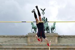 "05.09.2015, Brandenburger Tor, Berlin, GER, Leichtathletik Meeting, Berlin fliegt, im Bild Kevin Menaldo (FRA) // during the Athletics Meeting ""Berlin flies"" at the Brandenburger Tor in Berlin, Germany on 2015/09/05. EXPA Pictures © 2015, PhotoCredit: EXPA/ Eibner-Pressefoto/ Fusswinkel<br /> <br /> *****ATTENTION - OUT of GER*****"