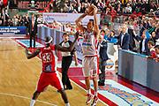 DESCRIZIONE : Varese Campionato Lega A 2011-12 Cimberio Varese Scavolini Siviglia Pesaro<br /> GIOCATORE : Gabriele Ganeto ultimo tiro sbagliato<br /> CATEGORIA : Tiro Three Points<br /> SQUADRA : Cimberio Varese<br /> EVENTO : Campionato Lega A 2011-2012<br /> GARA : Cimberio Varese Scavolini Siviglia Pesaro<br /> DATA : 14/04/2012<br /> SPORT : Pallacanestro<br /> AUTORE : Agenzia Ciamillo-Castoria/G.Cottini<br /> Galleria : Lega Basket A 2011-2012<br /> Fotonotizia : Varese Campionato Lega A 2011-12 Cimberio Varese Scavolini Siviglia Pesaro<br /> Predefinita :