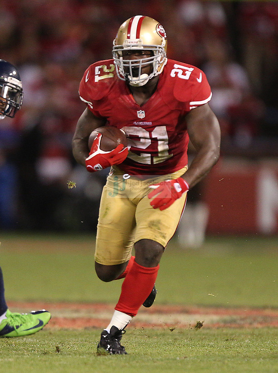 San Francisco 49ers running back Frank Gore (21) runs against the Seattle Seahawks on Thursday, Oct. 18, 2012 at Candlestick Park, in San Francisco, CA. (AP Photo/Jed Jacobsohn)