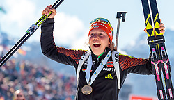 19.02.2017, Biathlonarena, Hochfilzen, AUT, IBU Weltmeisterschaften Biathlon, Hochfilzen 2017, Massenstart Damen, im Bild Laura Dahlmeier (GER) präsentiert ihre Gold und Silbermedaillen // Laura Dahlmeier of Germany with her Medals during Winner Ceremony of the Womens Masstart of the IBU Biathlon World Championships at the Biathlonarena in Hochfilzen, Austria on 2017/02/19. EXPA Pictures © 2017, PhotoCredit: EXPA/ JFK