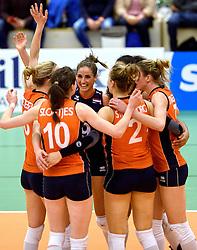 30-12-2015 NED: Nederland - Belgie, Almelo<br /> Op het 25 jaar Topvolleybal Almelo spelen Nederland en Belgie een oefen interland ter voorbereiding op het OKT dat maandag in Ankara begint. Nederland wint overtuigend met 3-1 / Myrthe Schoot #9