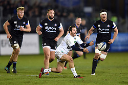 Camille Lopez of Clermont Auvergne passes the ball - Mandatory byline: Patrick Khachfe/JMP - 07966 386802 - 06/12/2019 - RUGBY UNION - The Recreation Ground - Bath, England - Bath Rugby v Clermont Auvergne - Heineken Champions Cup