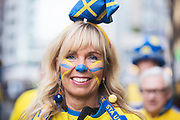 MILANO, ITALIEN - 2017-11-13: Den svenske supporterna Linda Viklund har f&aring;tt ansiktsm&aring;lning p&aring; Corso Como inf&ouml;r FIFA 2018 World Cup Qualifier Play-Off matchen mellan Italen och Sverige p&aring; San Siro Stadium den 13 November, 2017 i Milano, Italien. <br /> Foto: Nils Petter Nilsson/Ombrello<br /> ***BETALBILD***