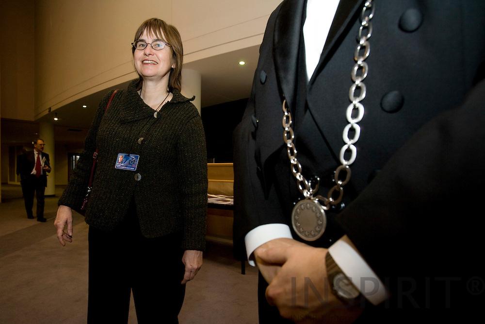 BRUSSELS - BELGIUM - 29 NOVEMBER 2007 -- MEP Anne E. Jensen next to a Parliament servant.  Photo: Erik Luntang