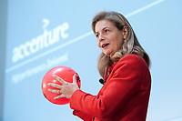 """01 DEC 2010, BERLIN/GERMANY:<br /> Susanne Kloess, Managing Director Capital Markets Europe, Africa, Latin America, Accenture, haelt einen Vortrag, Veranstaltung """"CAPITAL Gipfel Generation CEO 2010"""" zum Thema """"DIe Frauen, die Wirtschaft und die Quote"""", Hotel de Rome<br /> IMAGE: 20101201-02-002<br /> KEYWORDS: rede, speech, Susanne Klöß"""