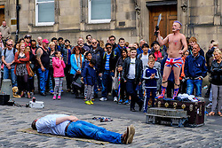 Edinburgh Scotland 7th August 2016 :: Performers from Fringe shows entertain in the High Street to promote their shows.<br /> <br /> Pictured:  Spikey Will a professional speciality act juggler and street performer entertains crowds in the High Street.<br /> <br /> (c) Andrew Wilson | Edinburgh Elite media