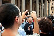 Roma  29 Settembre 2011.Manifestazione al Pantheon per protestare  la legge sulle intercettazioni e contro il «bavaglio all'informazione», proposta dal Governo Berlusconi. Giuseppe Giulietti di Articolo 21 .