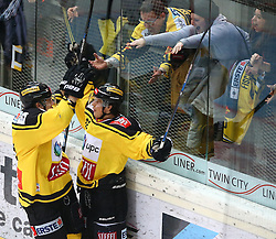 04.02.2017, Albert Schultz Halle, Wien, AUT, EBEL, UPC Vienna Capitals vs EC Red Bull Salzburg, Platzierungsrunde, im Bild Torjubel Patrick Peter (UPC Vienna Capitals) und Julian Grosslercher (UPC Vienna Capitals) // during the Erste Bank Icehockey League placement round match between UPC Vienna Capitals and EC Red Bull Salzburg at the Albert Schultz Ice Arena, Vienna, Austria on 2017/02/04. EXPA Pictures © 2017, PhotoCredit: EXPA/ Thomas Haumer