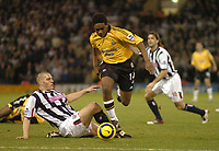 Fotball<br /> Premier League England 2004/2005<br /> Foto: SBI/Digitalsport<br /> NORWAY ONLY<br /> <br /> West Bromwich Albion v Newcastle United<br /> <br /> Newcastle's Charles N'Zogbia skips past a challenge from West Brom's Darren Purse (L).
