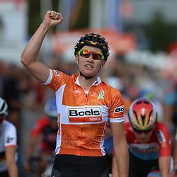 TIEL (NED) wielrennen<br /> De tweede etappe was rond Tiel en ging door de Betuwe. Jolien D'hoore wint haar tweede etappe in de Boels Rental Ladies Tour voor Lucinda Brand en Christine Majerus