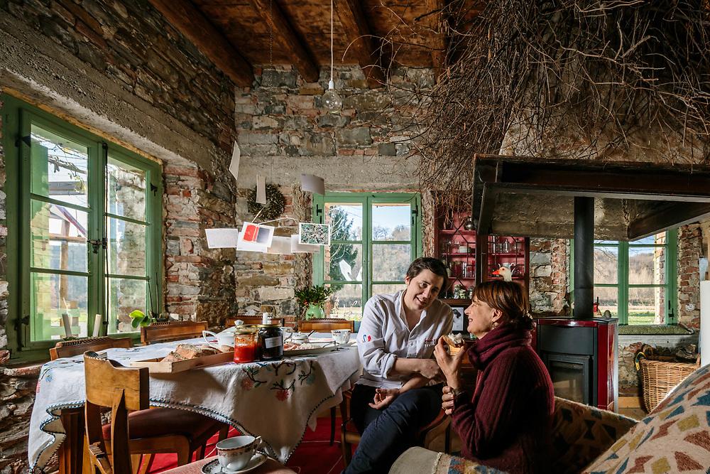 """05 DEC 2017 - Vencò, Dolegna del Collio (GO) - Ristorante """"L'Argine a Vencò"""": la chef Antonia Klugmann con la madre Fiora."""