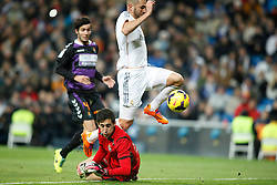 30.11.2013, Estadio Santiago Bernabeu, Madrid, ESP, Primera Division, Real Madrid vs Real Valladolid, 15. Runde, im Bild Real Madrid&Acirc;&acute;s Benzema (C) and Valladolid&Acirc;&acute;s Marc Valiente and goalkeeper Mari&Atilde;&plusmn;o (F) // Real Madrid&Acirc;&acute;s Benzema (C) and Valladolid&Acirc;&acute;s Marc Valiente and goalkeeper Mari&Atilde;&plusmn;o (F) during the Spanish Primera Division 15th round match between Real Madrid CF and Real Valladolid CF at the Estadio Santiago Bernabeu in Madrid, Spain on 2013/12/01. EXPA Pictures &copy; 2013, PhotoCredit: EXPA/ Alterphotos/ ALTERPHOTOS /Victor Blanco<br /> <br /> *****ATTENTION - OUT of ESP, SUI*****
