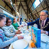 Burgemeester Aboutaleb aan de ontbijttafel met kinderen