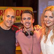 NLD/Hilversum/20160730 - Boekpresentatie Menthal Theo, Theo en partner Maaike Jansen en zoon Nick