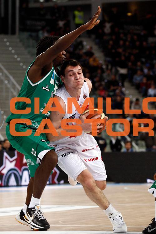 DESCRIZIONE : Torino Coppa Italia Final Eight 2011 Quarti di Finale Armani Jeans Milano Air Avellino<br /> GIOCATORE : Jonas Maciulis<br /> SQUADRA : Armani Jeans Milano<br /> EVENTO : Agos Ducato Basket Coppa Italia Final Eight 2011<br /> GARA : Armani Jeans Milano Air Avellino<br /> DATA : 11/02/2011<br /> CATEGORIA : palleggio<br /> SPORT : Pallacanestro<br /> AUTORE : Agenzia Ciamillo-Castoria/P.Lazzeroni<br /> Galleria : Final Eight Coppa Italia 2011<br /> Fotonotizia : Torino Coppa Italia Final Eight 2011 Quarti di Finale Armani Jeans Milano Air Avellino<br /> Predefinita :