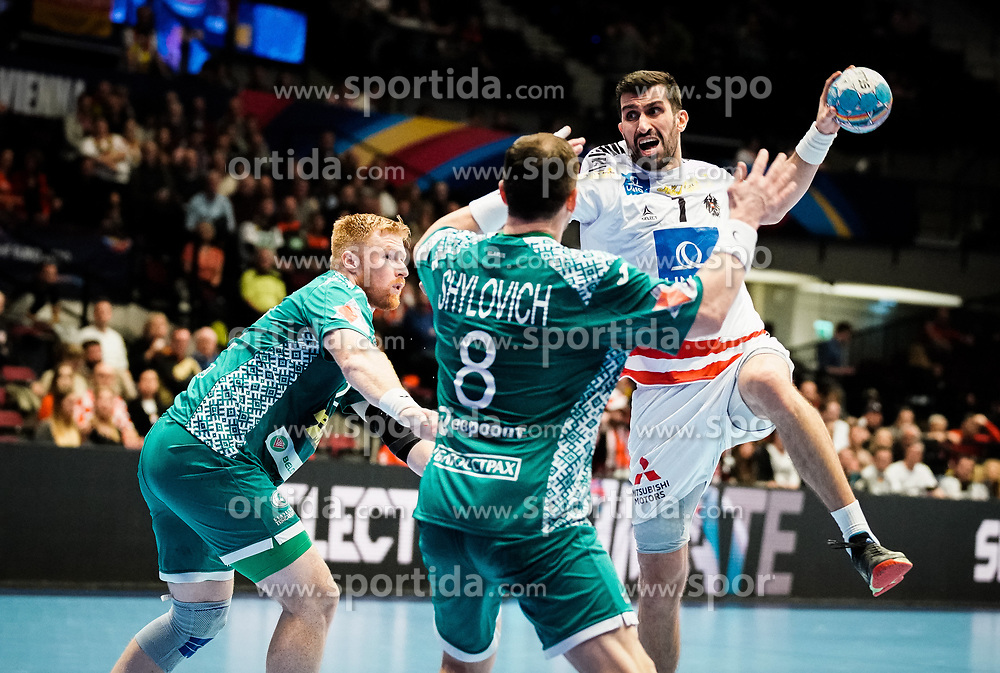 22.01.2020, Wiener Stadthalle, Wien, AUT, EHF Euro 2020, Oesterreich vs Weissrussland, Hauptrunde, Gruppe I, im Bild v. l. Siarhei Shylovich (BLR), Janko Bozovic (AUT) // f. l. Siarhei Shylovich (BLR) Janko Bozovic (AUT) during the EHF 2020 European Handball Championship, main round group I match between Austria and Belarus at the Wiener Stadthalle in Wien, Austria on 2020/01/22. EXPA Pictures © 2020, PhotoCredit: EXPA/ Florian Schroetter