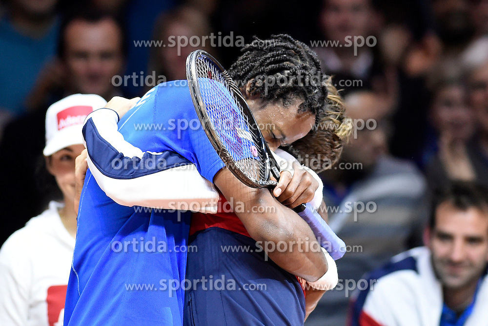 21.11.2014, Stade Pierre Mauroy, Lille, FRA, Davis Cup Finale, Frankreich vs Schweiz, im Bild Gael Monfils (FRA) jubelt mit Captain Arnaud Clement (FRA) // during the Davis Cup Final between France and Switzerland at the Stade Pierre Mauroy in Lille, France on 2014/11/21. EXPA Pictures &copy; 2014, PhotoCredit: EXPA/ Freshfocus/ Valeriano Di Domenico<br /> <br /> *****ATTENTION - for AUT, SLO, CRO, SRB, BIH, MAZ only*****