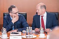 06 JUN 2019, BERLIN/GERMANY:<br /> Heiko Maas (L), SPD, Bundesaussenminister, und Olaf Scholz (R)R, SPD, Bundesfinanzminister, im Gespraech, vor Beginn der Kabinetsitzung, Bundeskanzleramt<br /> IMAGE: 20190606-01-018<br /> KEYWORDS: Sitzung, Kabinett, Gespräch