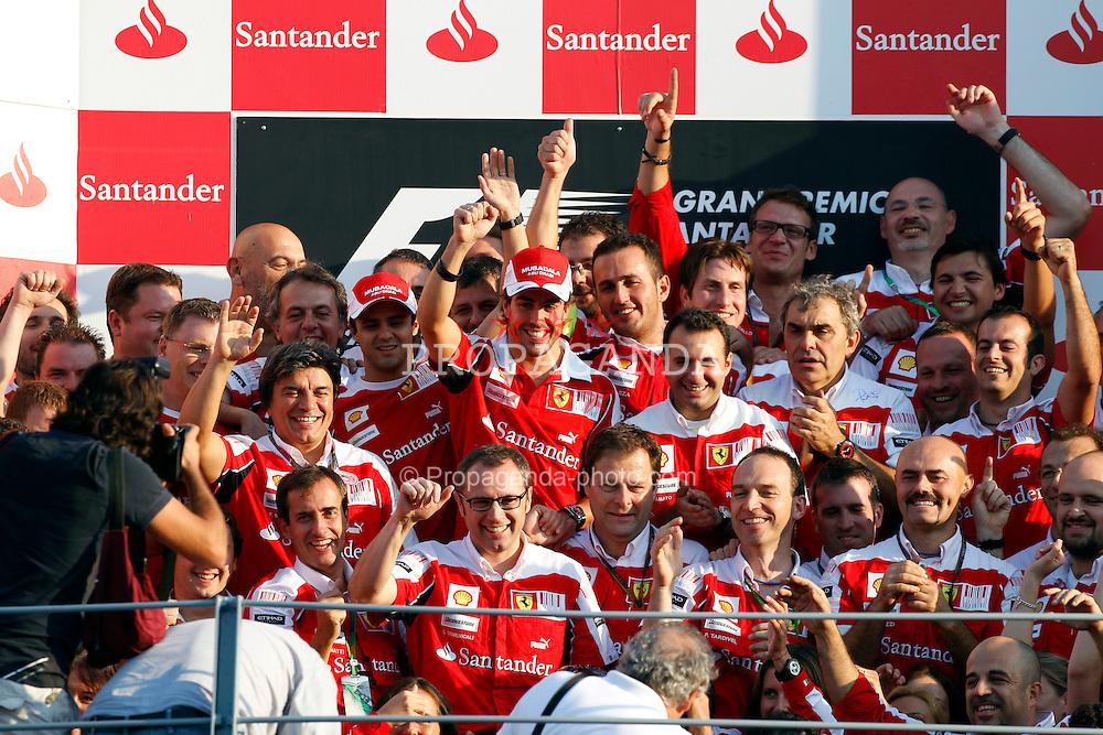 Motorsports / Formula 1: World Championship 2010, GP of Italy, team of Scuderia Ferrari Marlboro celebrates victory, 08 Fernando Alonso (ESP, Scuderia Ferrari Marlboro), 07 Felipe Massa (BRA, Scuderia Ferrari Marlboro),