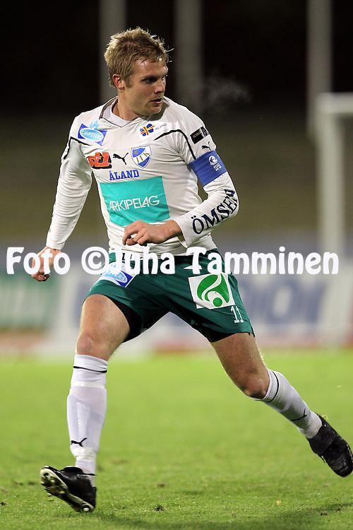 17.10.2010, Stadion, Lahti..Veikkausliiga 2010, FC Lahti - IFK Mariehamn..Mika Niskala - IFK Mhamn.©Juha Tamminen.