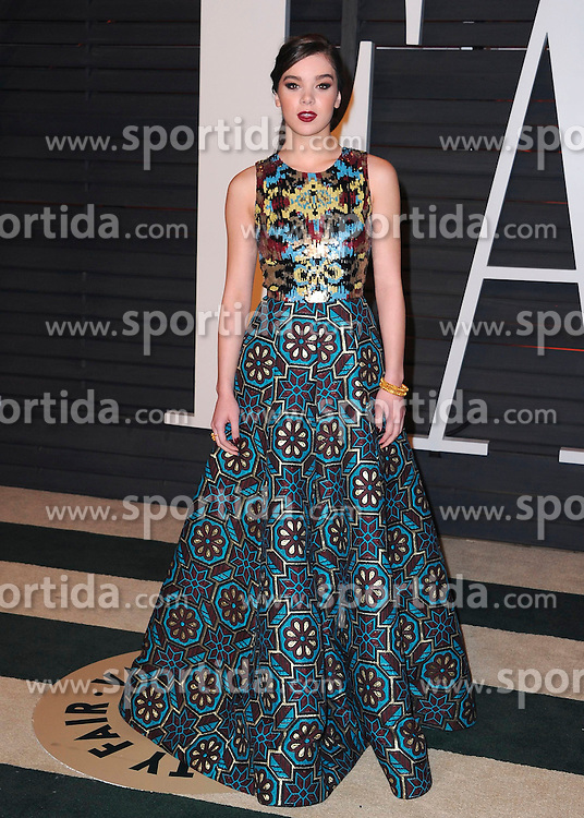 22.02.2015, Wallis Anneberg Center for the Performing Arts, Beverly Hills, USA, Vanity Fair Oscar Party 2015, Roter Teppich, im Bild Hailee Steinfeld // during the red Carpet of 2015 Vanity Fair Oscar Party at the Wallis Anneberg Center for the Performing Arts in Beverly Hills, United States on 2015/02/22. EXPA Pictures &copy; 2015, PhotoCredit: EXPA/ Newspix/ PGSK<br /> <br /> *****ATTENTION - for AUT, SLO, CRO, SRB, BIH, MAZ, TUR, SUI, SWE only*****