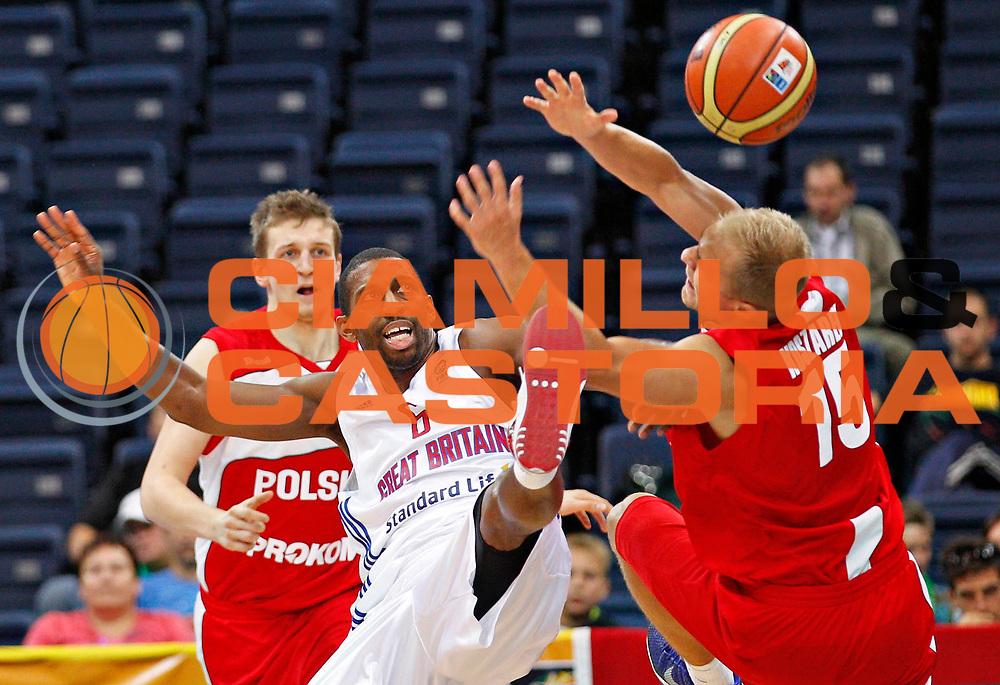 DESCRIZIONE : Panevezys Lithuania Lituania Eurobasket Men 2011 Preliminary Round Inghilterra Polonia Great Britain Poland<br /> GIOCATORE : Mike Lenzly<br /> SQUADRA : Inghilterra Great Britain<br /> EVENTO : Eurobasket Men 2011<br /> GARA : Inghilterra Polonia Great Britain Poland<br /> DATA : 05/09/2011 <br /> CATEGORIA : palleggio special<br /> SPORT : Pallacanestro <br /> AUTORE : Agenzia Ciamillo-Castoria/L.Kulbis<br /> Galleria : Eurobasket Men 2011 <br /> Fotonotizia : Panevezys Lithuania Lituania Eurobasket Men 2011 Preliminary Round Inghilterra Polonia Great Britain Poland<br /> Predefinita :