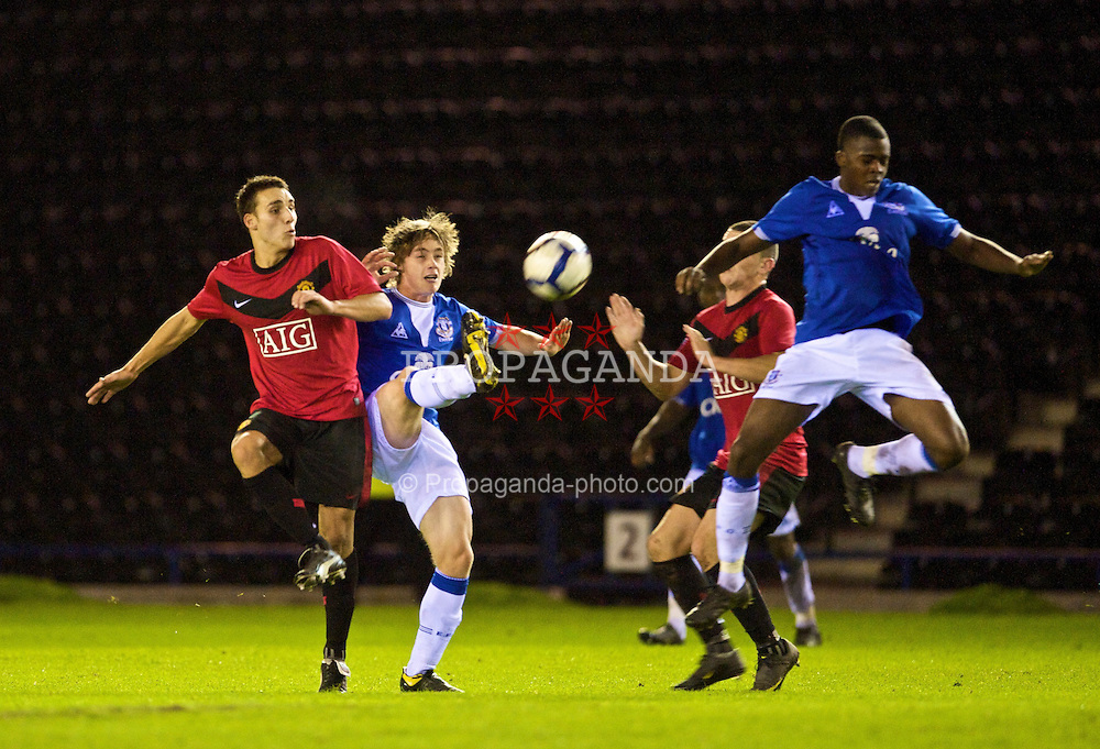 WIDNES, ENGLAND - Tuesday, October 6, 2009: Manchester United's Matthew James in action against Everton's Gerard Kinsella during the FA Premiership Reserves League (Northern Division) match at the Halton Stadium. (Pic by David Rawcliffe/Propaganda)